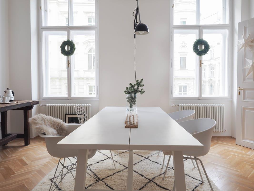 06-apartamento-com-estilo-escandinavo-decorado-para-o-natal