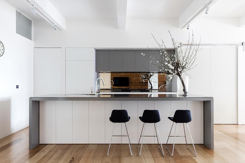 06-apartamento-mescla-estilo-escandinavo-e-industrial-bancada