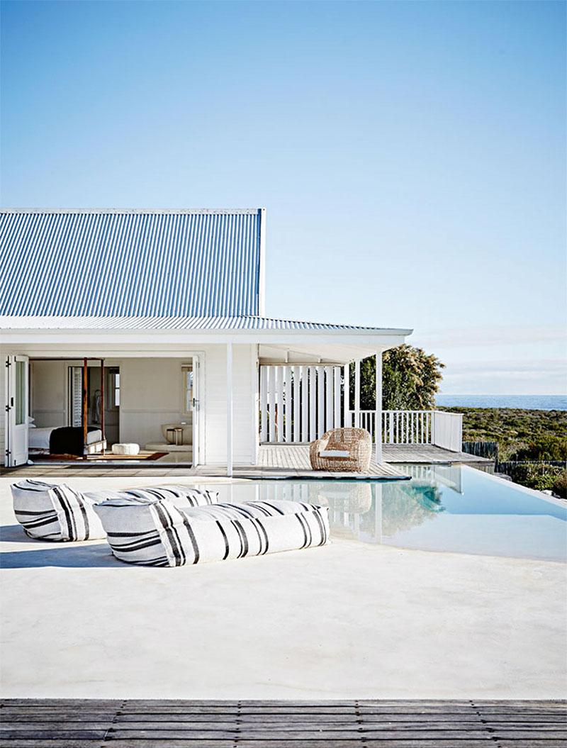 06-casa-toda-branca-se-abre-para-a-praia-na-africa-do-sul