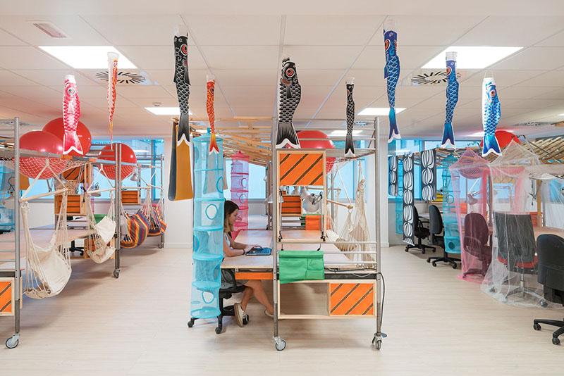 06-escritorio-coworking-em-madri-tem-espacos-ludicos-e-coloridos
