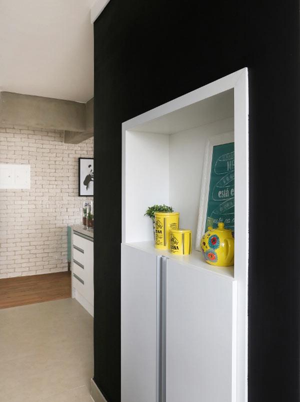 06-neste-apartamento-pequeno-o-tijolinho-da-cara-de-loft-aos-ambientes