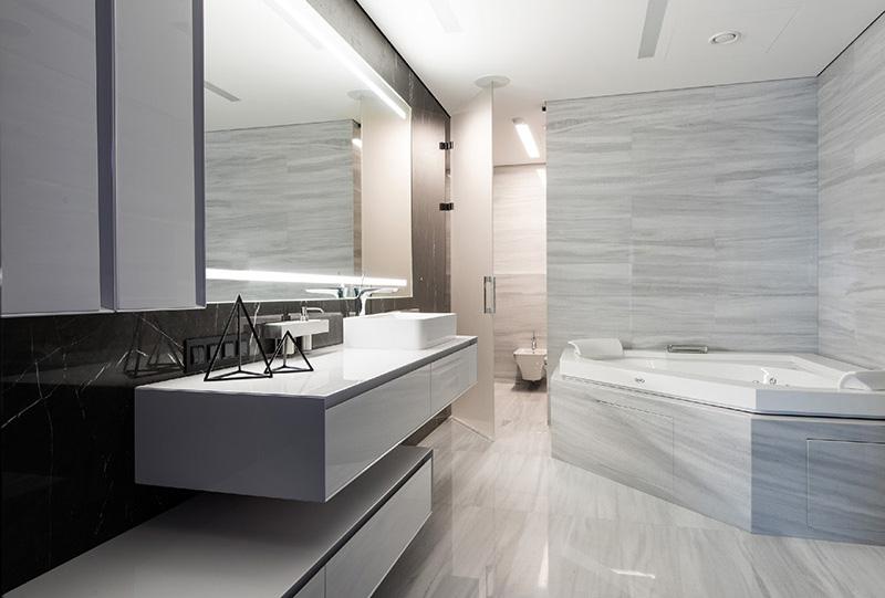 06a-preto-e-branco-dominam-os-interiores-de-apartamento-em-moscou