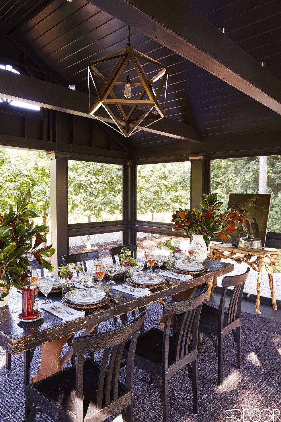 07-casa-de-campo-e-decorada-com-moveis-antigos-e-obras-de-arte