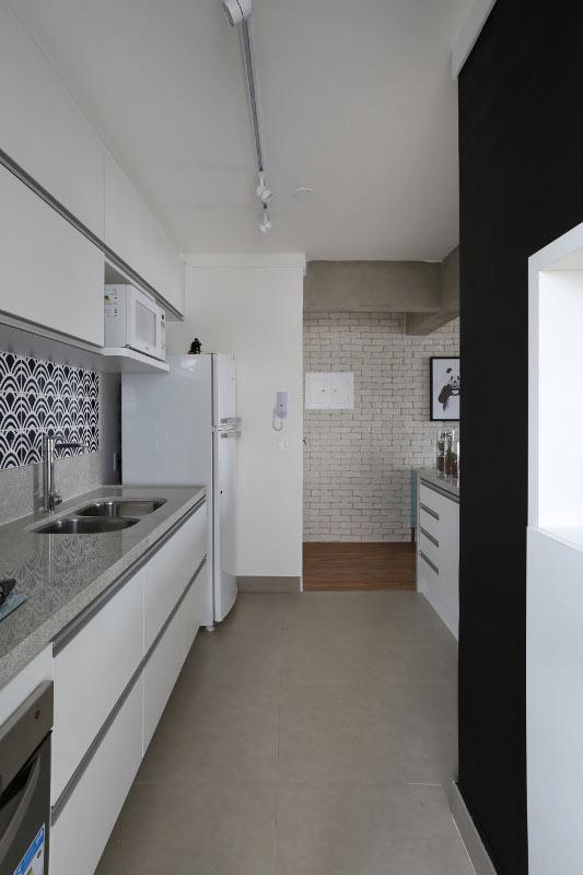 07-neste-apartamento-pequeno-o-tijolinho-da-cara-de-loft-aos-ambientes