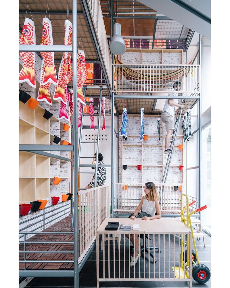 08-escritorio-coworking-em-madri-tem-espacos-ludicos-e-coloridos