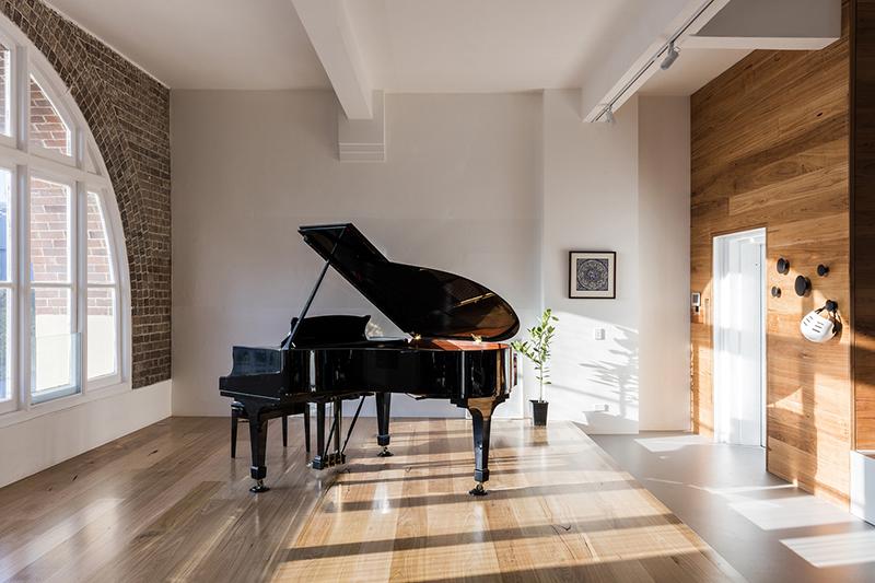 09-apartamento-mescla-estilo-escandinavo-e-industrial-piano