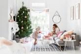 1-inspiracao-do-dia-sala-de-estar-com-cores-suaves-pronta-para-o-natal