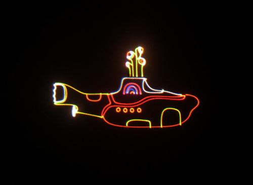 11-objetos-de-neon-ganham-destaque-na-decoração