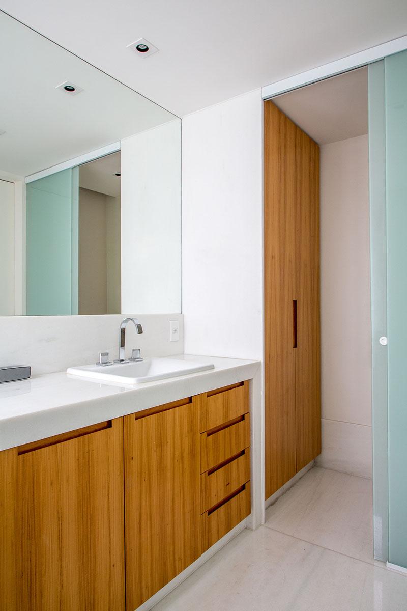 11-tons-neutros-e-pecas-de-design-compoem-o-decor-de-apartamento-no-rio