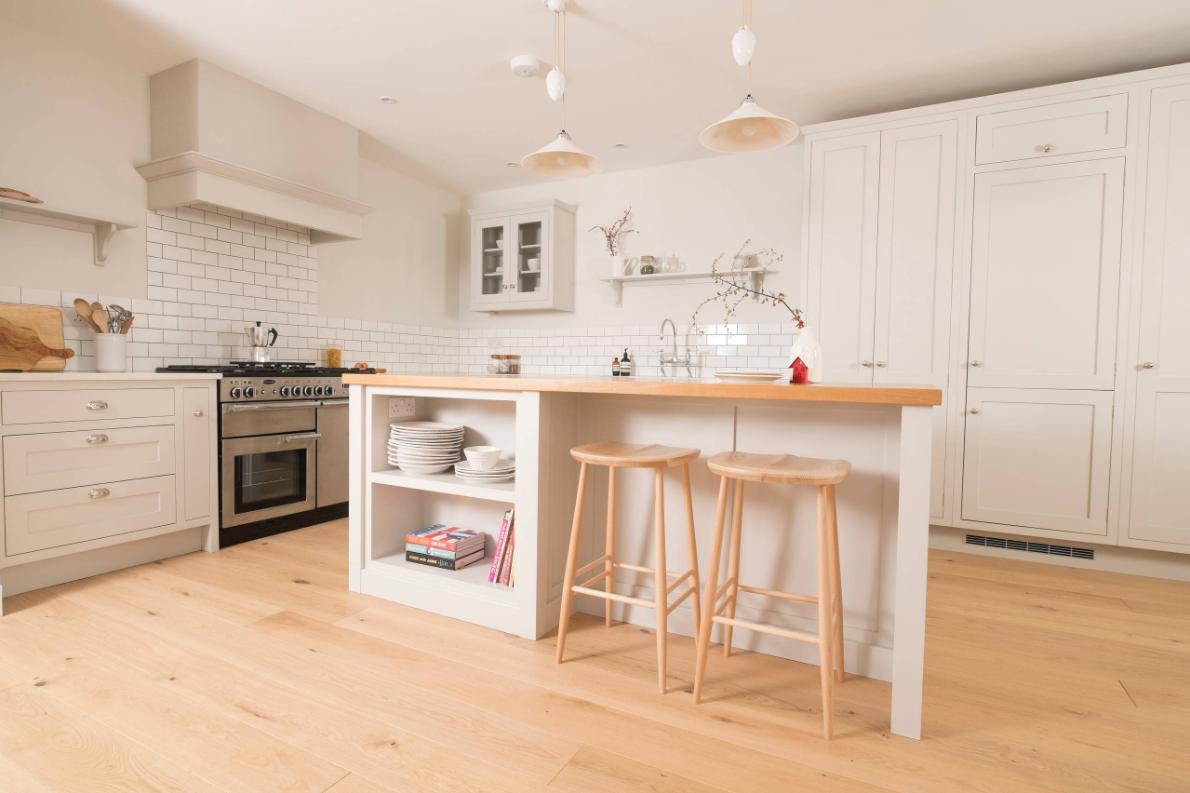 1-inspiracao-do-dia-cozinha-minimalista-ampla-e-clara