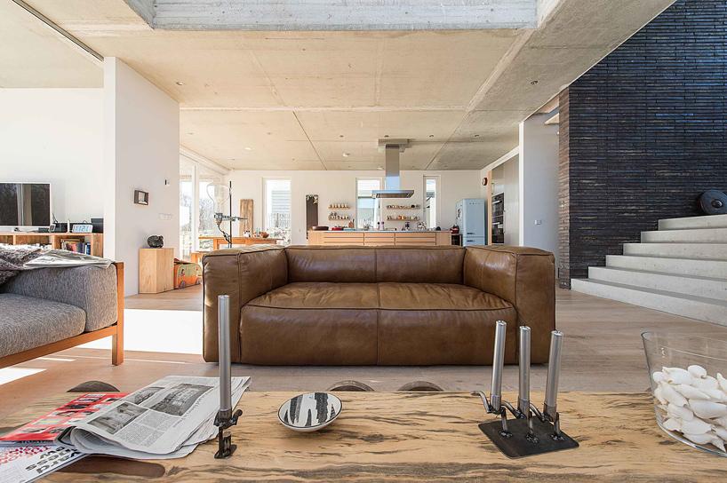 2-ambientes-integrados-e-espaçosos-com-farta-iluminação-natural