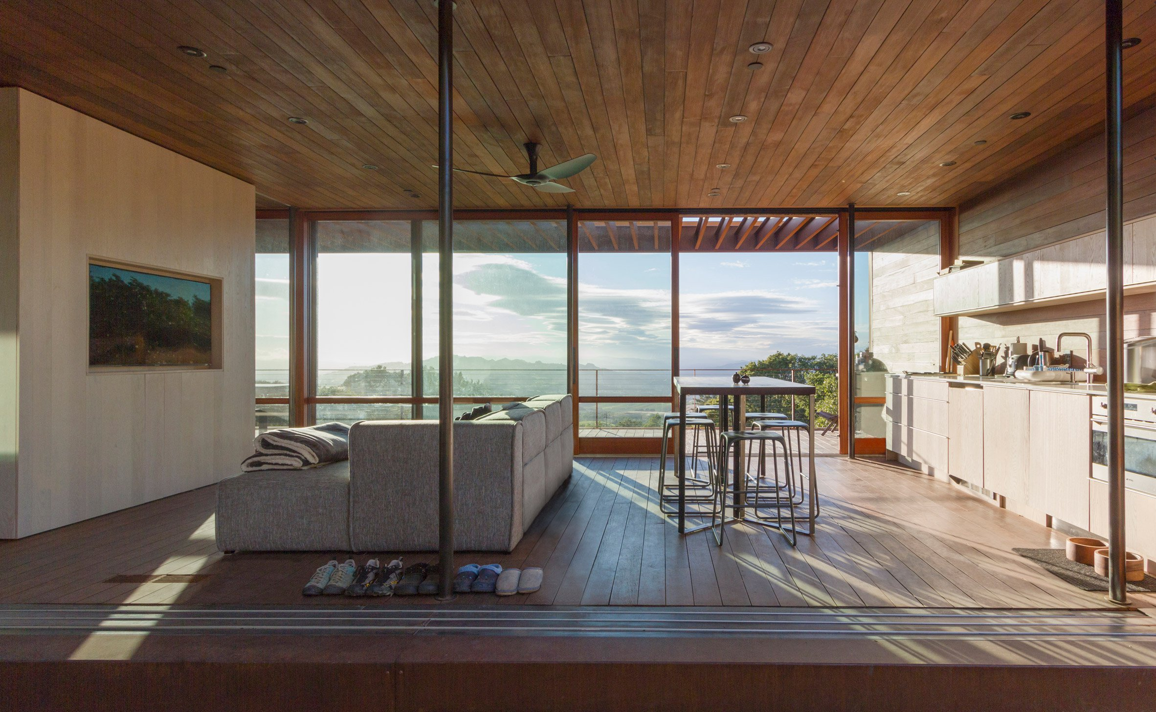 2-casa-na-california-e-feita-de-modulos-de-aco-pre-fabricados