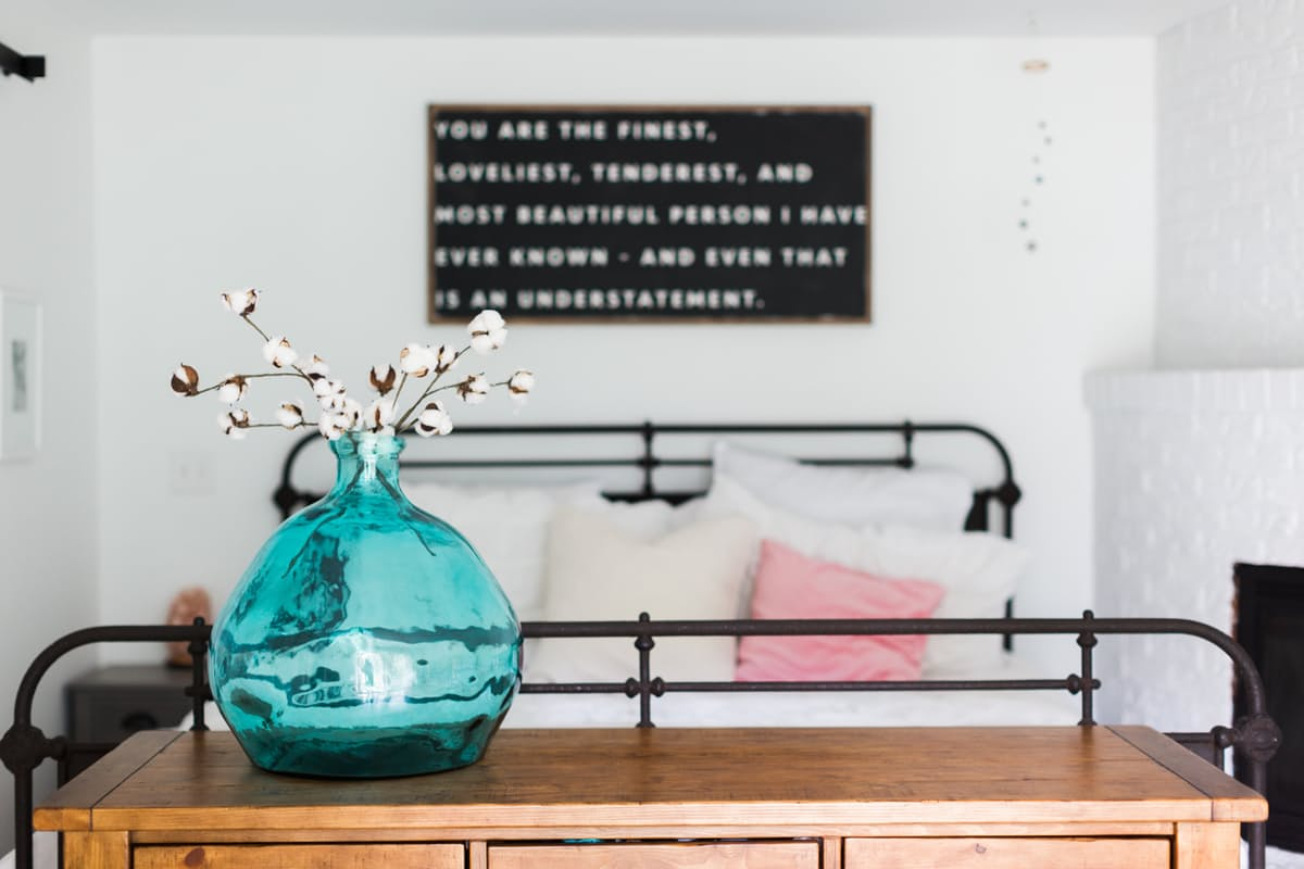 2-inspiracao-do-dia-quarto-de-casal-neutro-e-minimalista