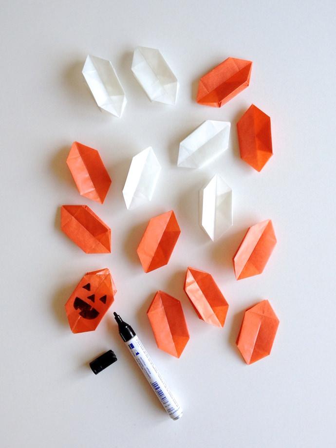 2_origami-pumpkin_step-2-draw-1