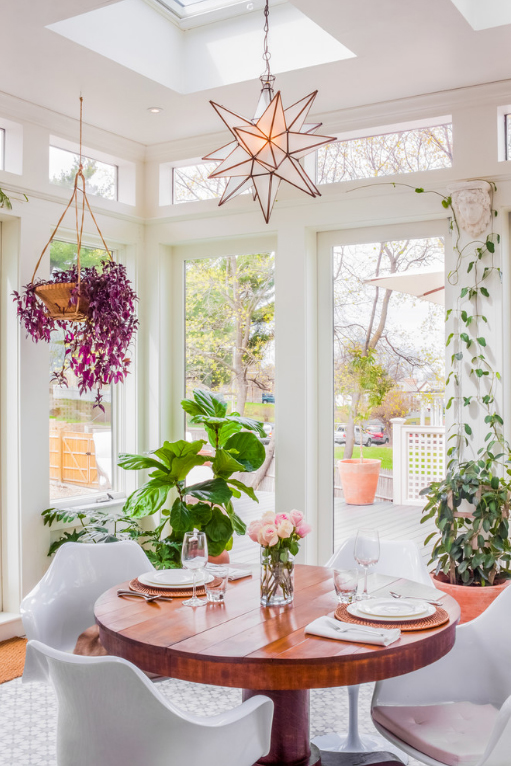 3-como-decorar-usando-trepadeiras-e-vasos-pendurados