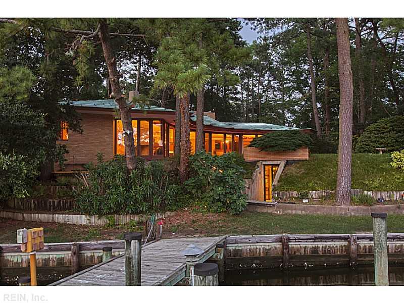 fachada-curva-de-vidro-com-lago-Frank-Lloyd-Wright