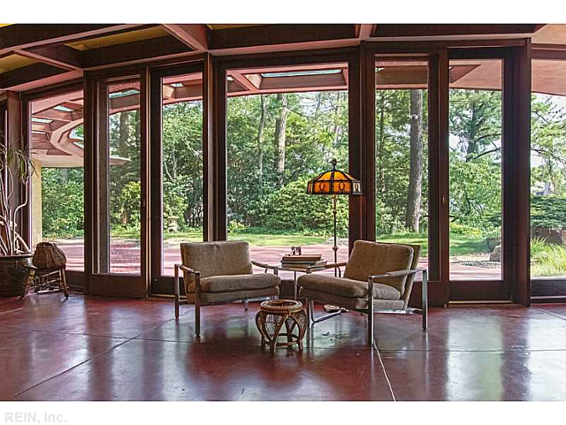 sala-de-estar-vista-da-fachada-curva-Frank-Lloyd-Wright