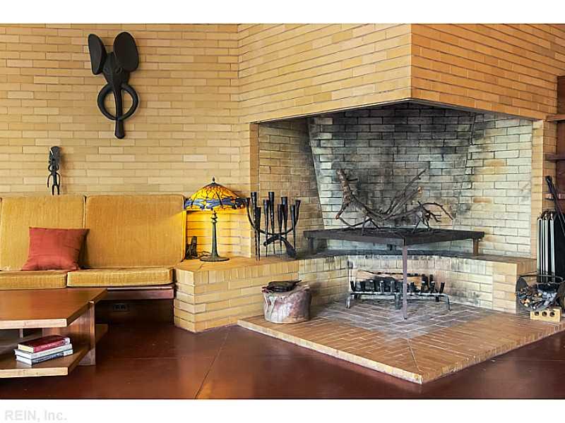 sofa-grande-lareira-de-canto-casa-Frank-Lloyd-Wright