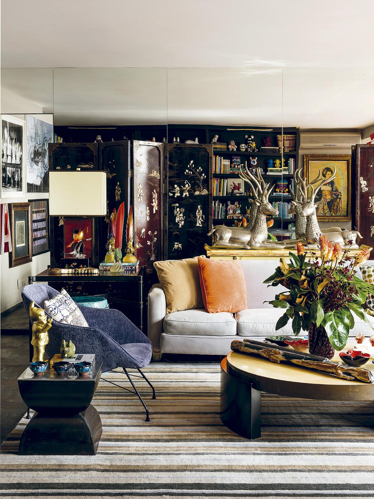 apartamento-do-Hanazaki-sala-de-estar-com-biombos-chineses-de-jade