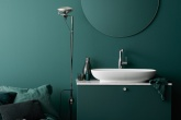 banheiro-color-block-tem-gabinete-verde-e-bancada-branca copy