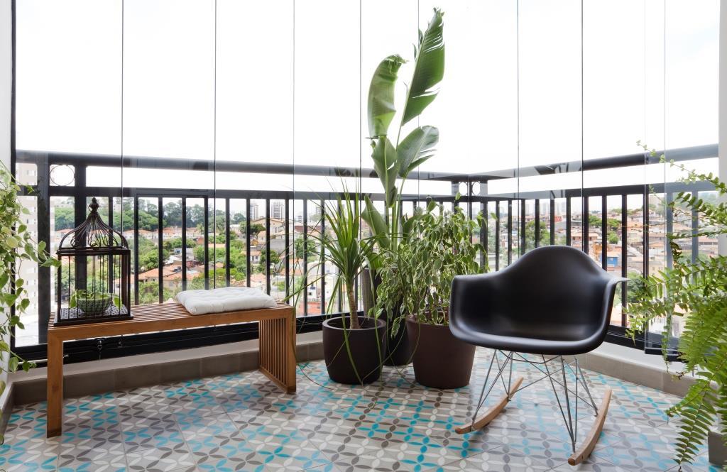 varanda-piso-colorido-vidro-marina-acayaba-ina-arquitetura