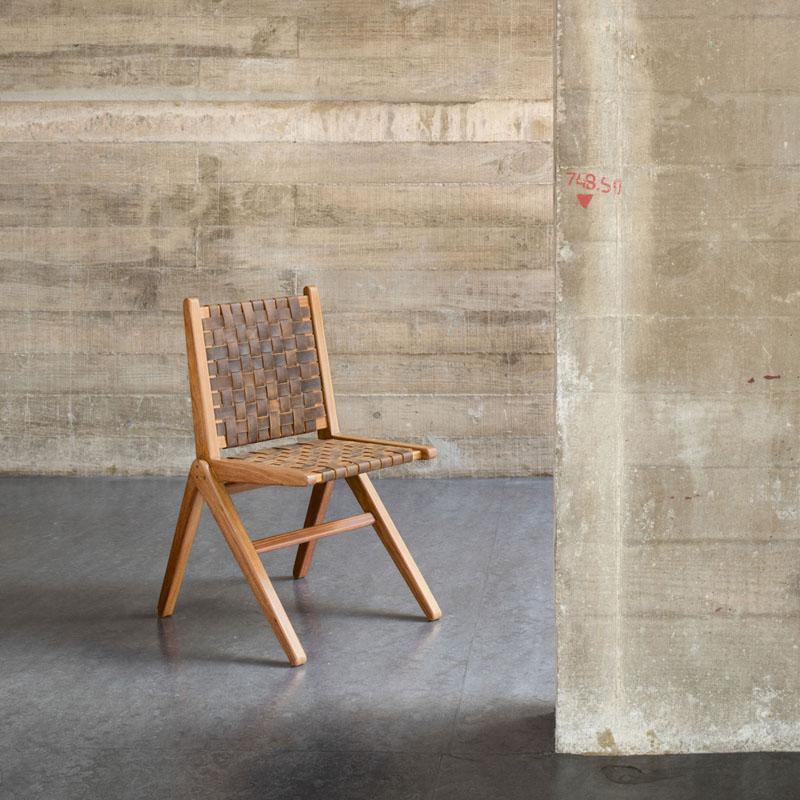 Cadeira Cm9, de Carlos Motta, de cumaru com encosto de couro ou algodão