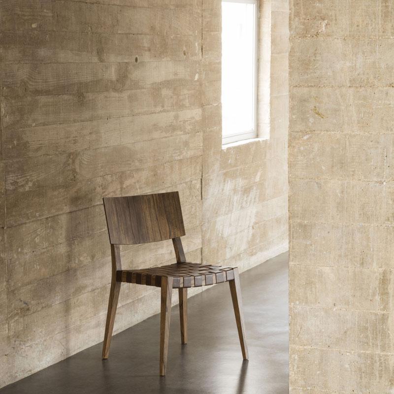 De Alain Blatché, a cadeira Weiqi leva cinamomo e tiras de couro