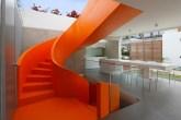 inspiracao-do-dia-escada-laranja-em-casa-peruana