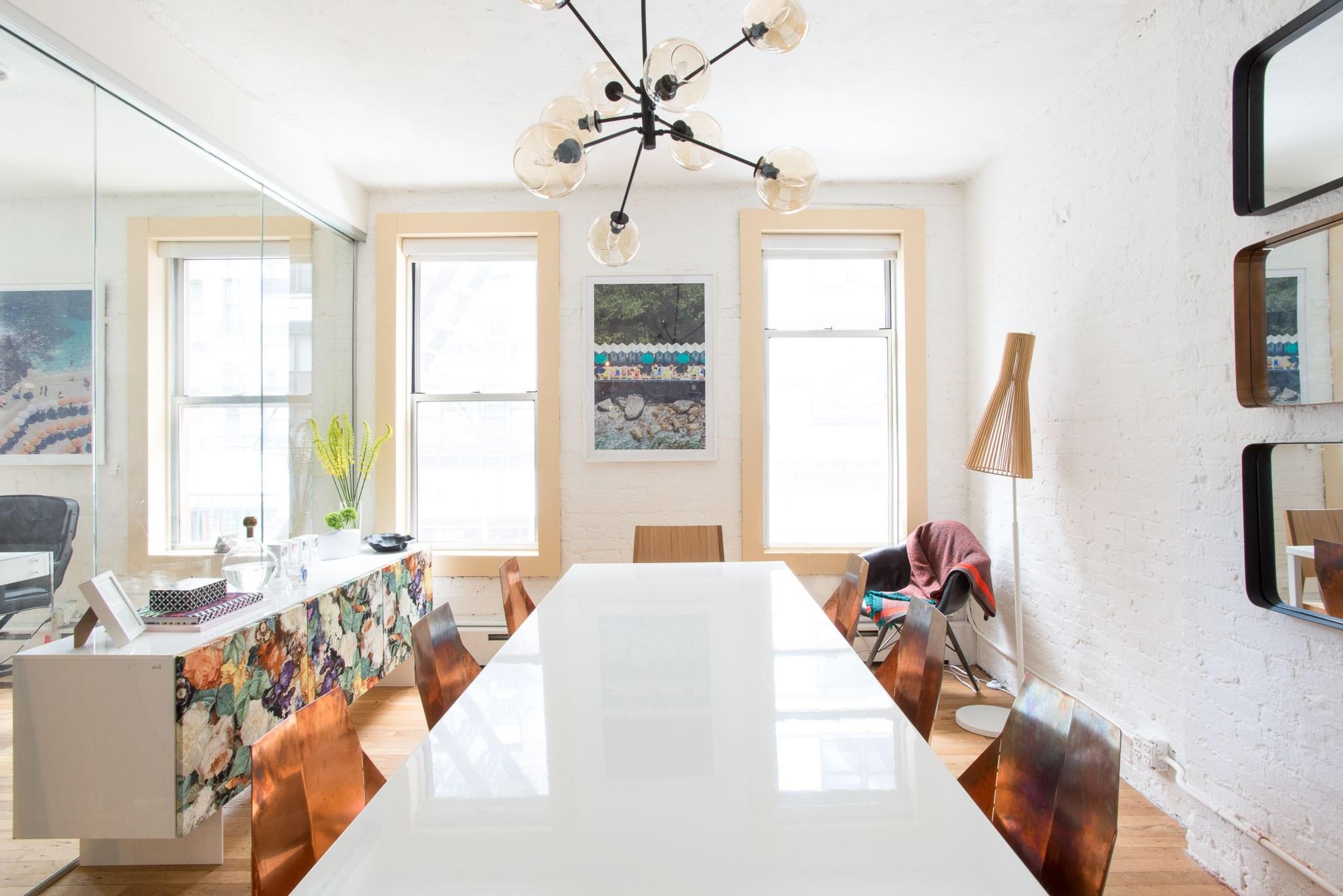 02-escritorio-neutro-moderno-startup-ny