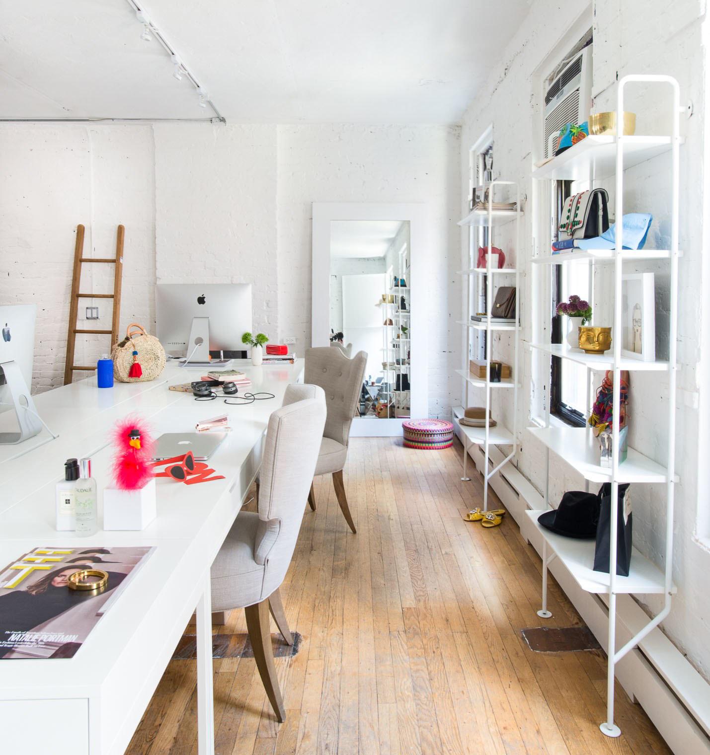 04-escritorio-neutro-moderno-startup-ny