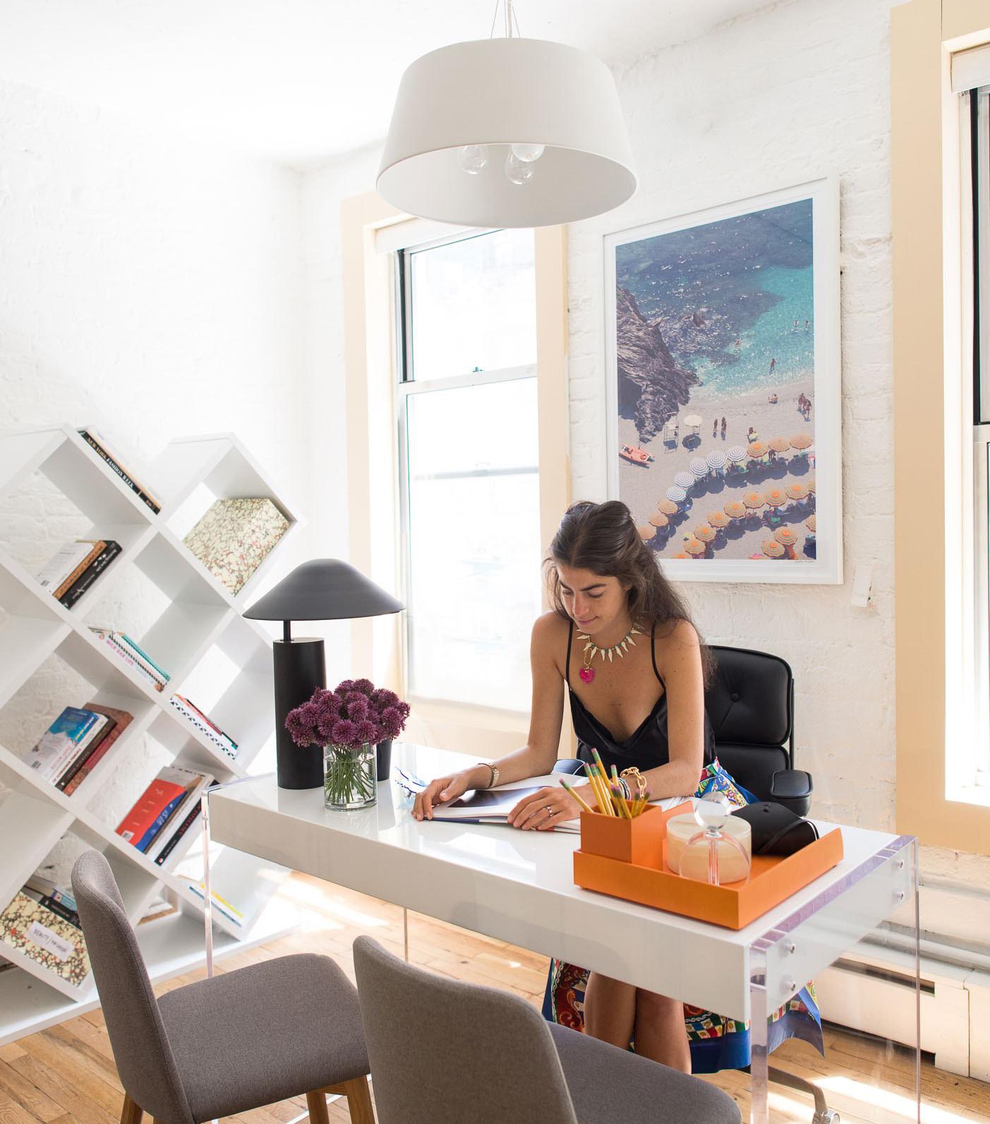 07-escritorio-neutro-moderno-startup-ny