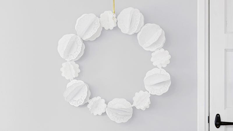 2-faça-você-mesmo-guirlanda-delicada-com-flores-de-papel