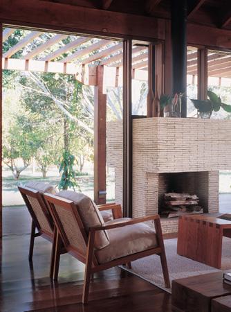 Os móveis (Llussá Marcenaria) também são de madeiras certificadas. Revest...