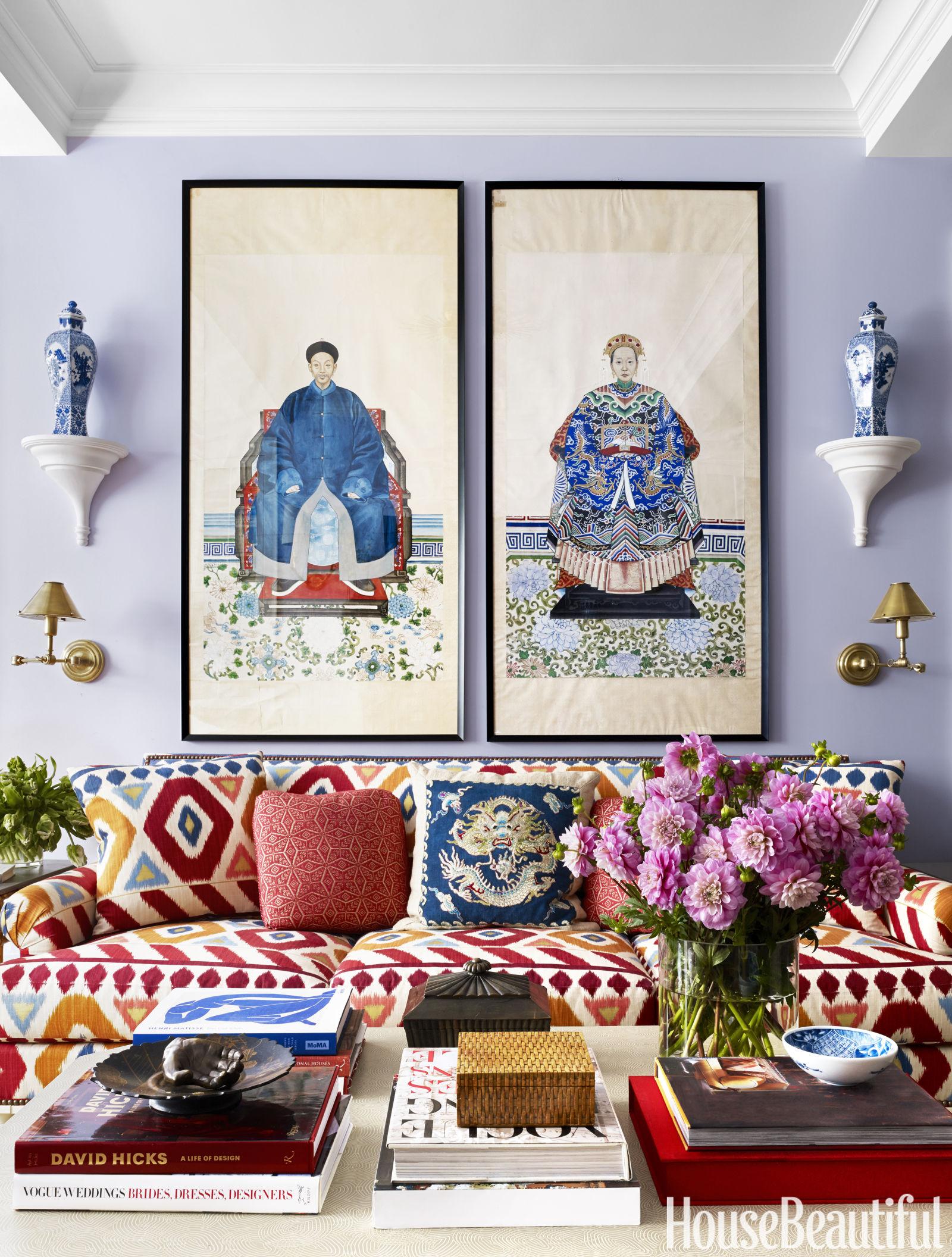 sala-de-estar-azul-com-dois-quadros-sobre-o-sofa
