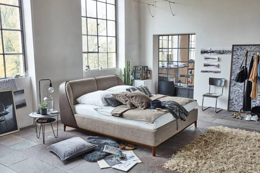 01-marca-de-sapatos-birkenstock-lanca-colecao-de-camas