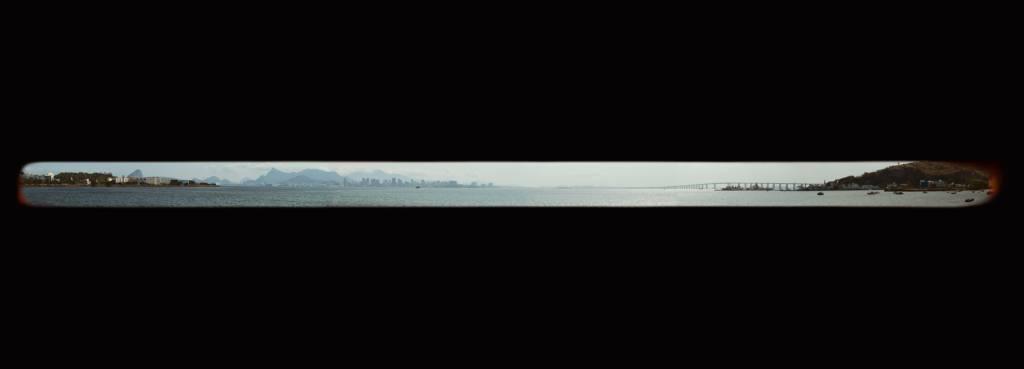 02-instalacao-homenageia-o-horizonte-carioca-na-baia-da-guanabara