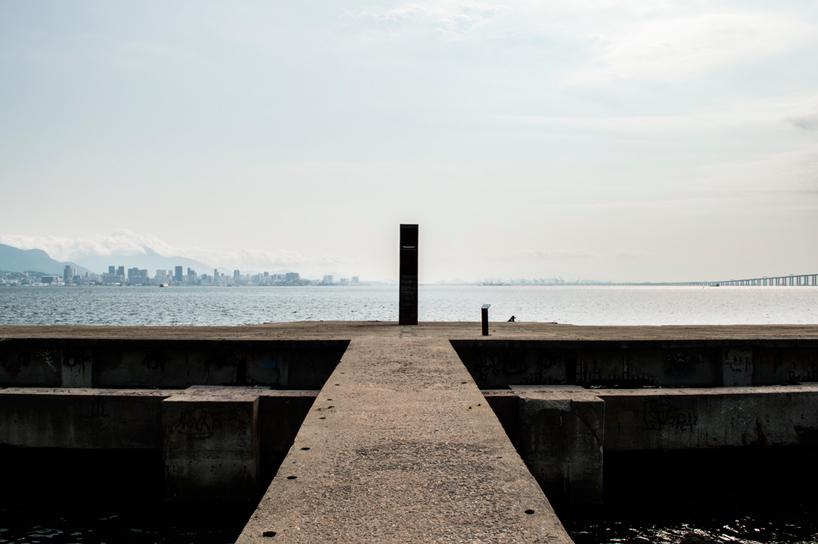 05-instalacao-homenageia-o-horizonte-carioca-na-baia-da-guanabara