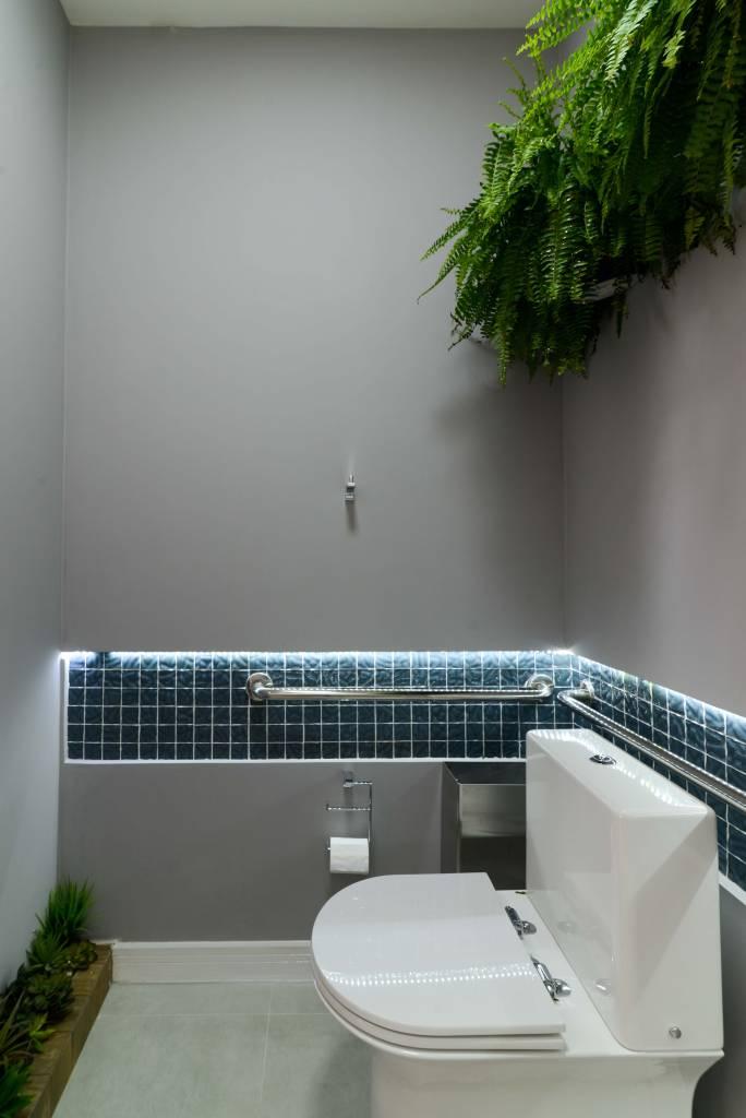 1-antes-depois-banheiro-adaptado-para-pessoas-com-deficiencia