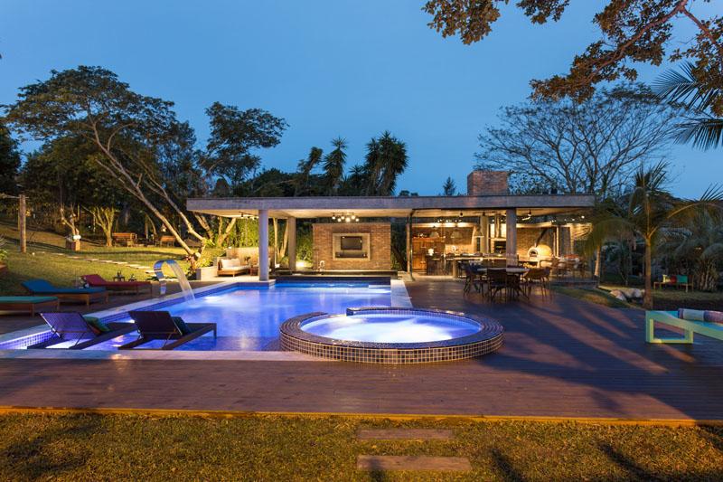 1-casa-com-piscina-bar-molhado-e-forno-a-lenha-na-area-externa