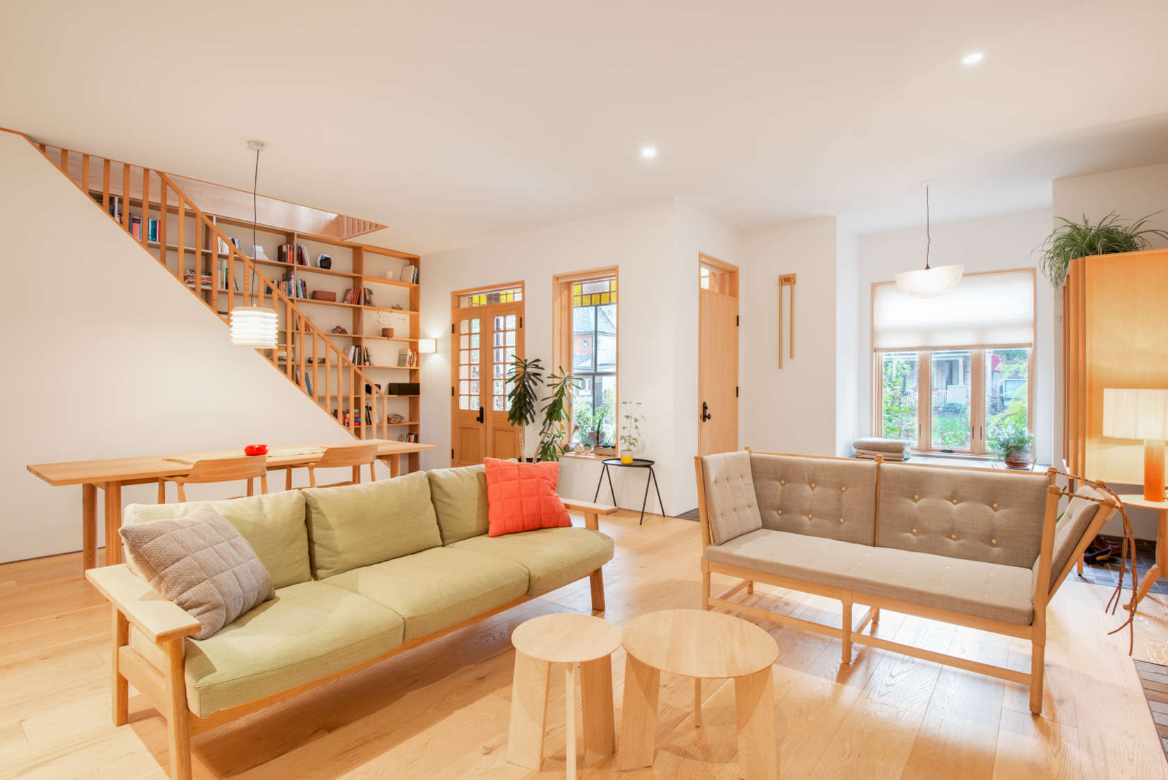 1-casa-no-canada-recebe-reforma-para-integrar-as-areas-comuns
