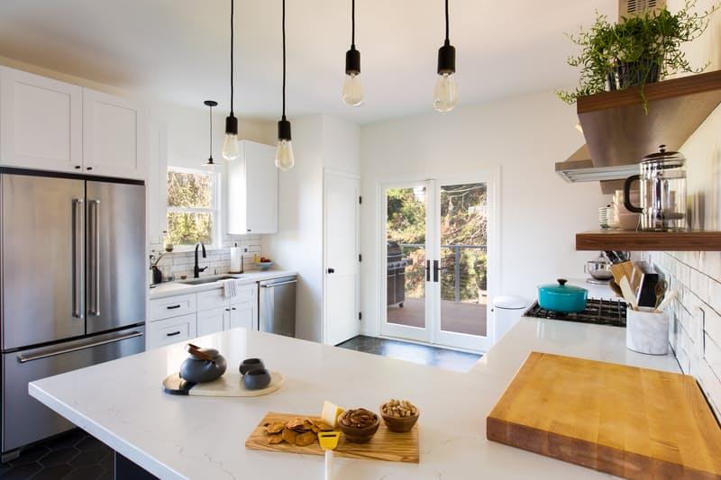 3-antes-e-depois-cozinha-e-reformada-e-fica-clara-e-arejada