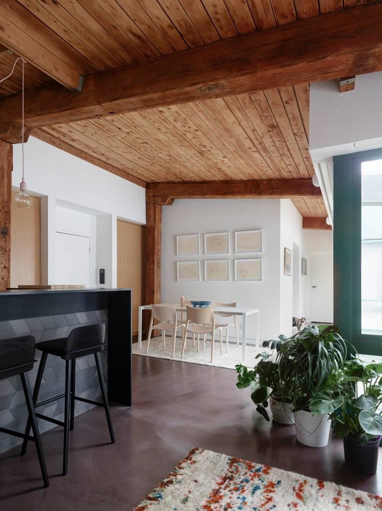 3-loft-com-ambientes-integrados-para-aproveitar-a-luz-natural