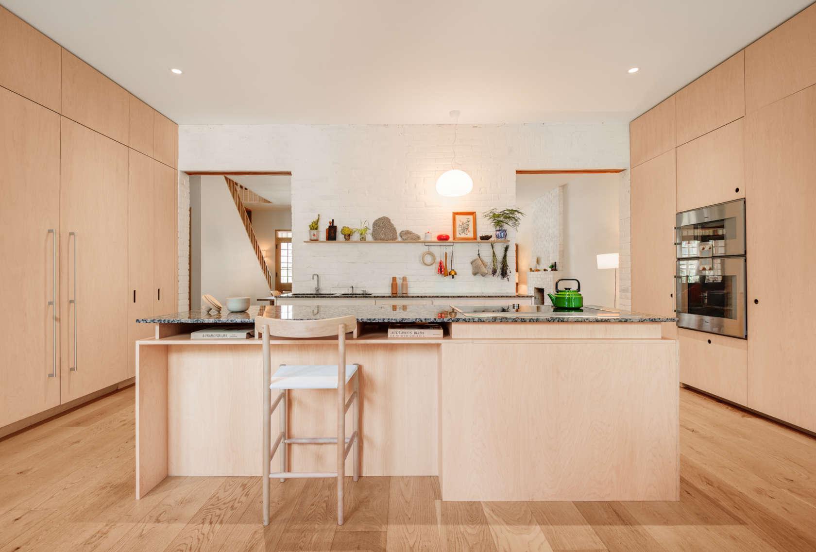 4-casa-no-canada-recebe-reforma-para-integrar-as-areas-comuns-cozinha