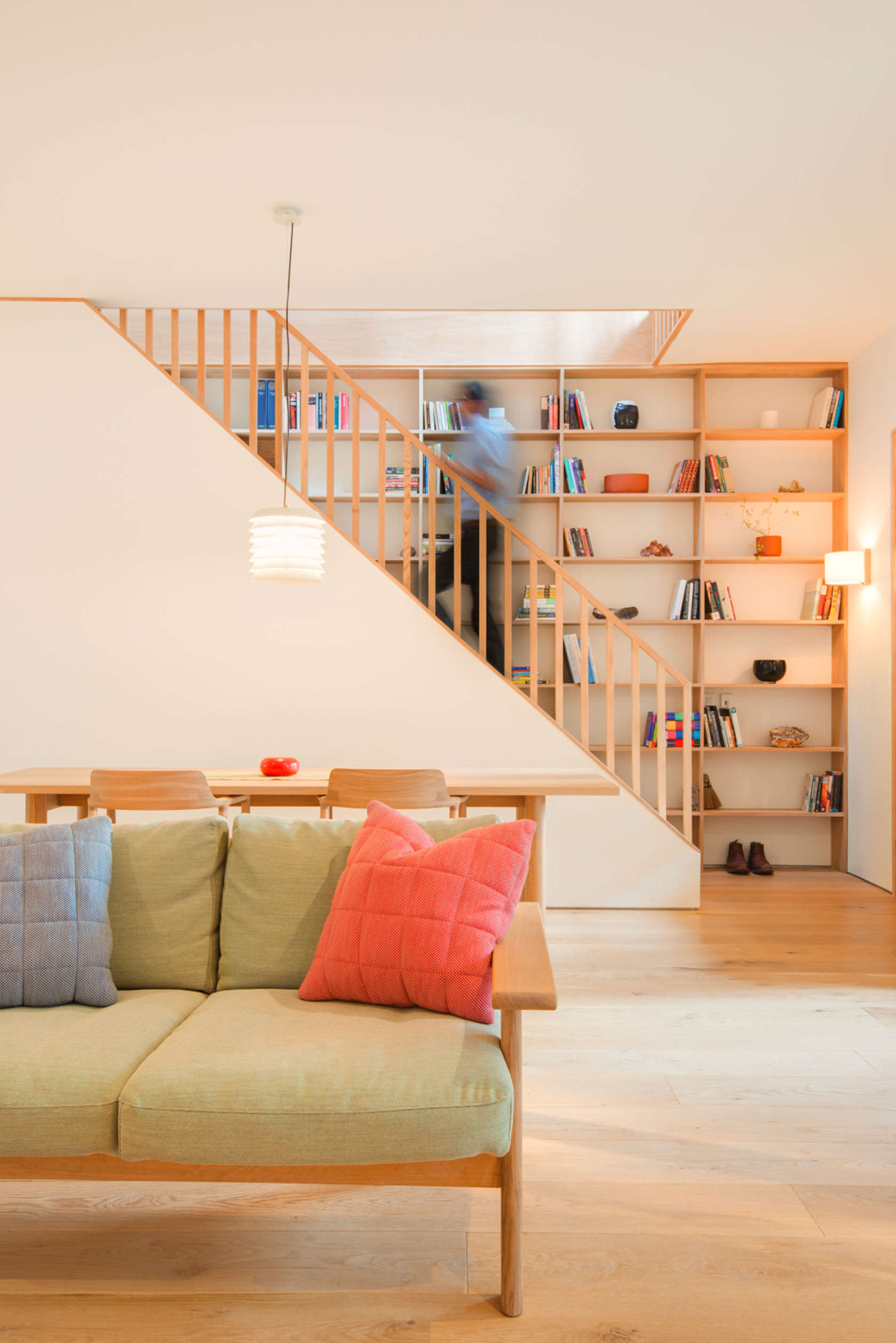 5-casa-no-canada-recebe-reforma-para-integrar-as-areas-comuns