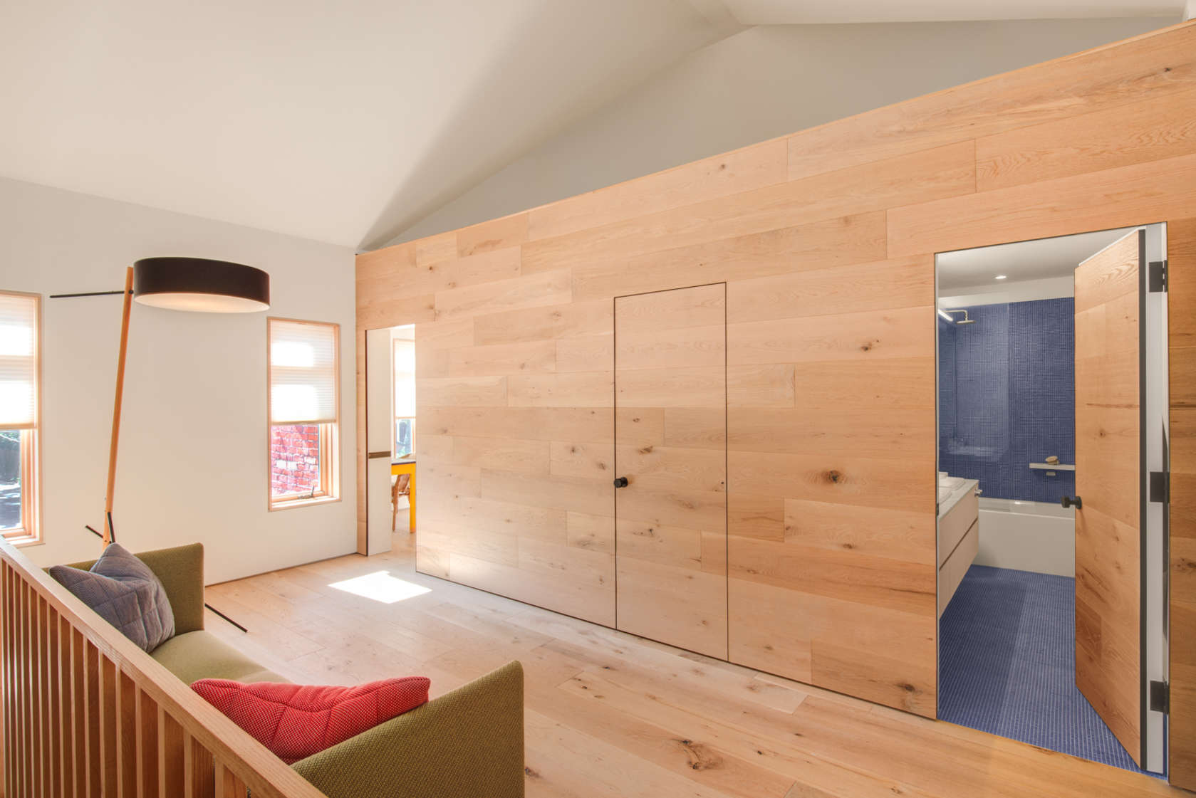 6-casa-no-canada-recebe-reforma-para-integrar-as-areas-comuns
