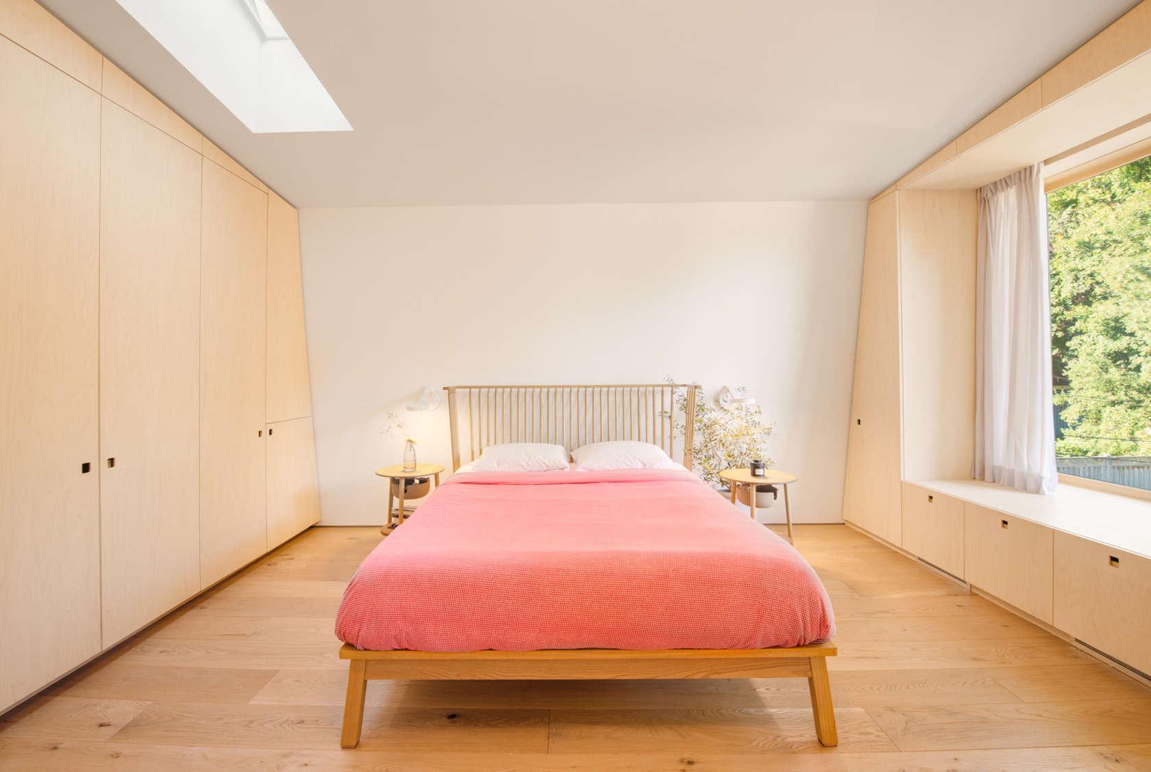 7-casa-no-canada-recebe-reforma-para-integrar-as-areas-comuns-quarto