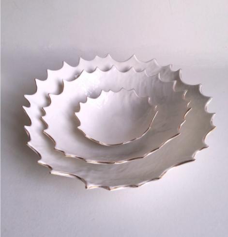 Os bowls Spark, da francesa Isabelle Poupinel, têm as bordas douradas.