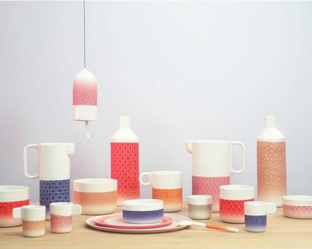 A coleção Les hauts gradés, de Ismaël Carré, traz itens multicoloridos com padrões geométricos.