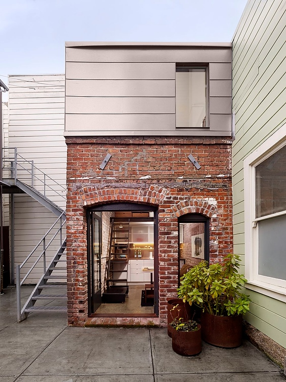 1-antiga-caldeira-e-transformada-em-uma-pequena-casa