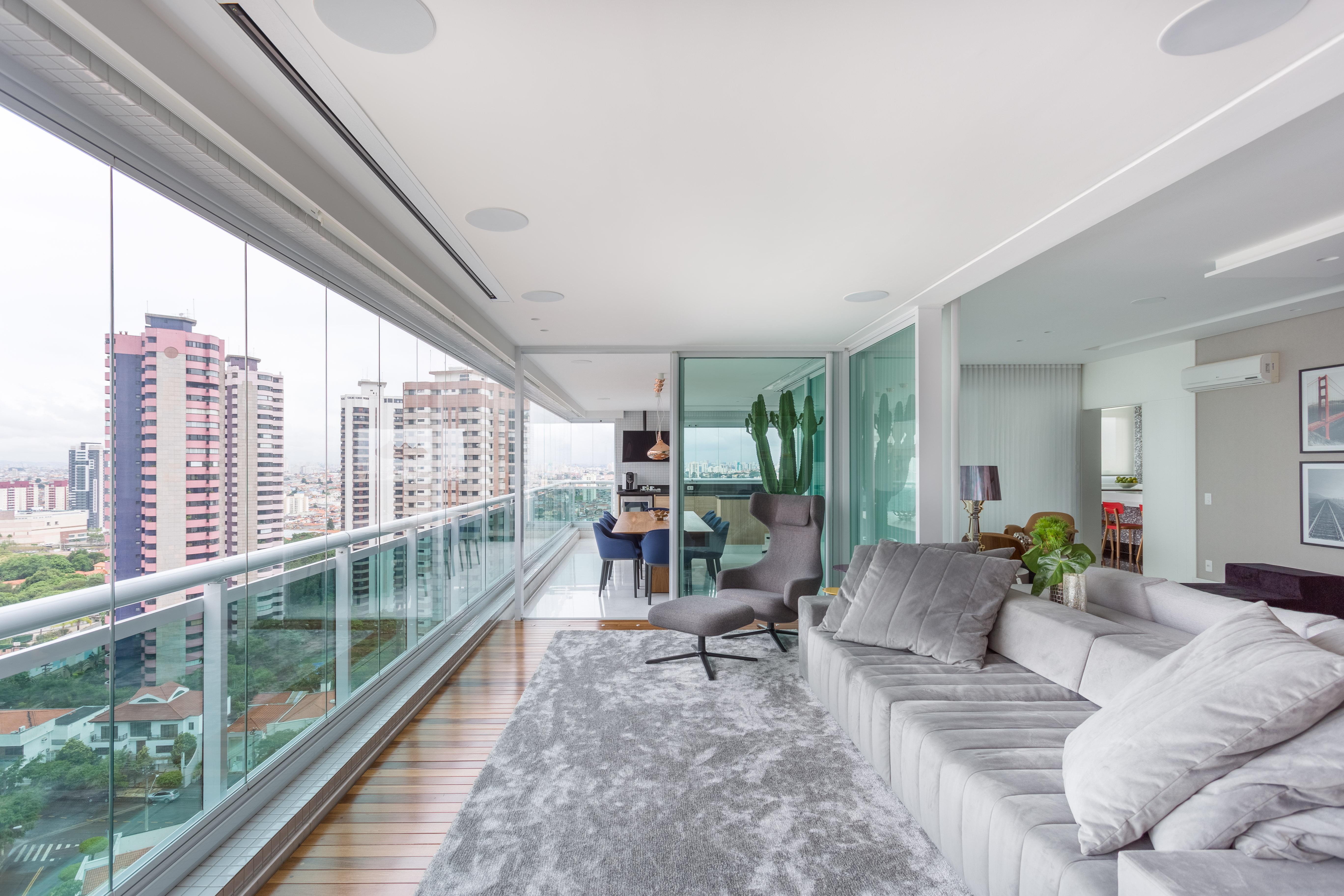 Sala de estar integrada à varanda